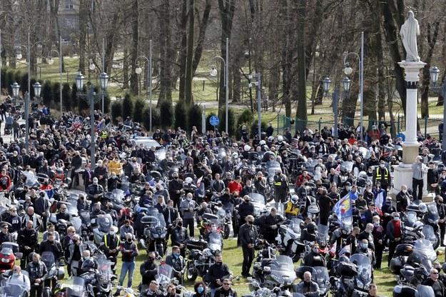 Motocykliści z całej Polski przybyli na XVIII Motocyklowy Zlot Gwiaździsty im. Księdza Prałata Ułana Zdzisława Jastrzębiec Peszkowskiego, połączony z Pielgrzymką Motocyklistów na Jasną Górę /Waldemar Deska /PAP