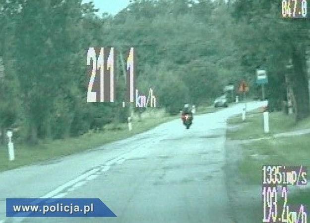 Motocyklista uciekał aż 20 km /Policja