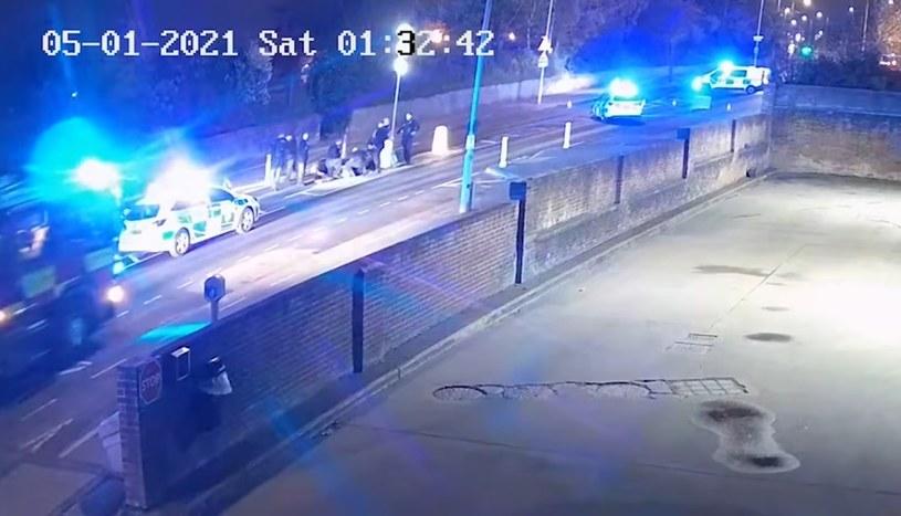 Motocyklista udawał zasłabnięcie. Na miejsce zjechały się wszystkie służby /Nottinghamshire Police /