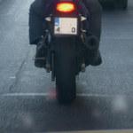 Motocyklista zgubił pasażerkę