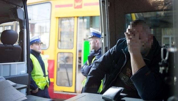 Motorniczy w radiowozie policyjnym tuż po wypadku /Grzegorz Michałowski /PAP