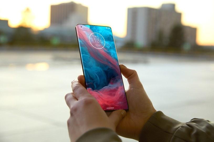 Motorola może pracować nad smartfonem Edge Lite /materiały prasowe