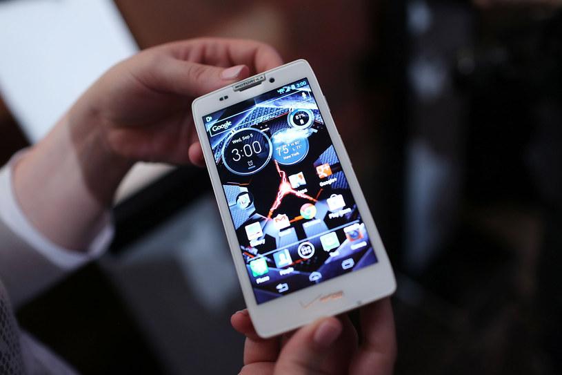 Motorola Razr jako smartfon z Androidem /AFP