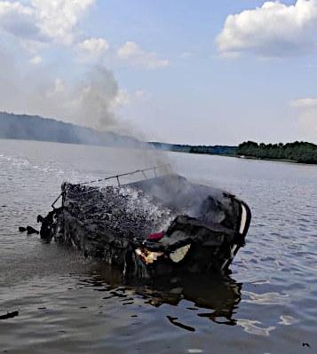 Motorówka doszczętnie spłonęła /KPP Iława /Policja