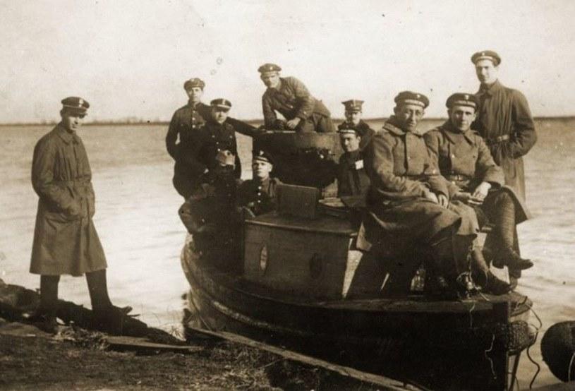 Motorówka uzbrojona Flotylli Pińskiej, jesień 1919 roku /domena publiczna
