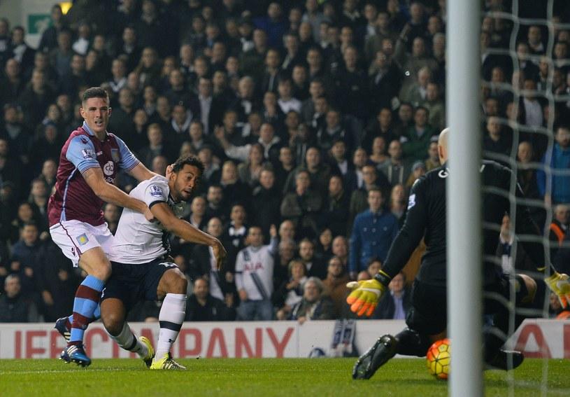 Moussa Dembele (w białej koszulce) strzela gola dla Tottenhamu /AFP