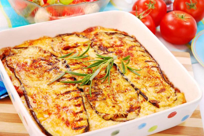 Moussaka to grecka zapiekanka z mięsa mielonego i bakłażanów /123RF/PICSEL