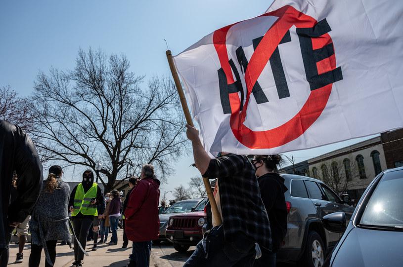 Mowa nienawiści to problem, który pozostaje nierozwiązany od wielu lat /Jon Cherry /Getty Images