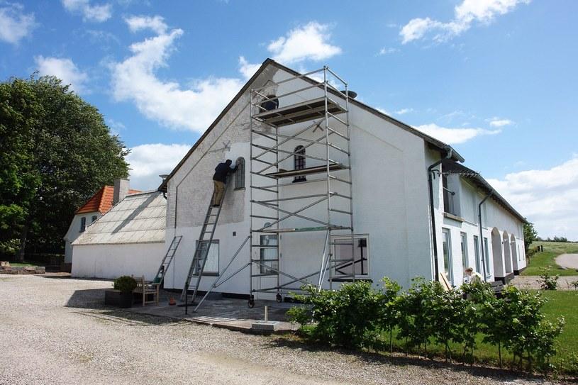 Może jakiś ładny domek na wsi? /123RF/PICSEL