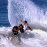 Może spróbujesz popływać na skimie? /windsurfing.pl