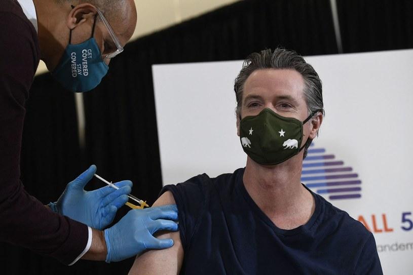 Może stracić pracę za odradzanie szczepień /AFP