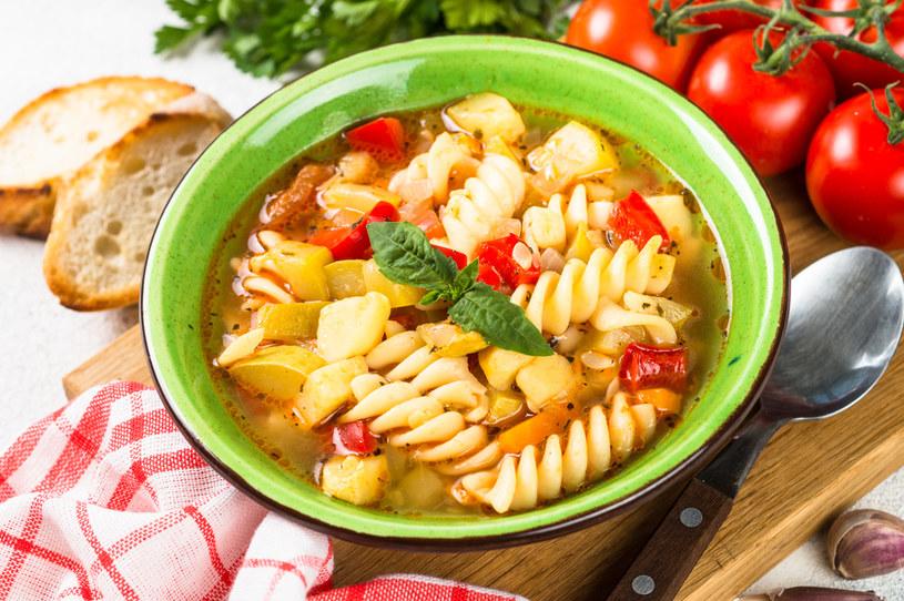 Możemy dodać do zupy puszkę białej fasoli konserwowej /123RF/PICSEL