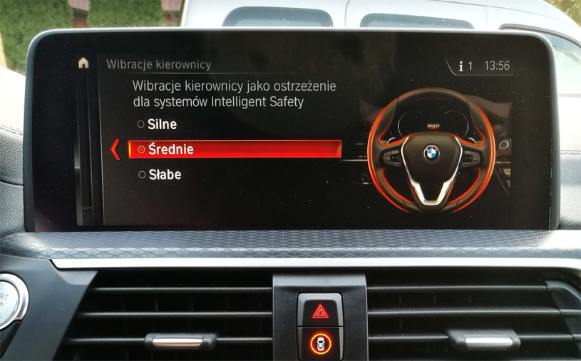 Możemy nawet wybrać moc wibracji kierownicy /INTERIA.PL