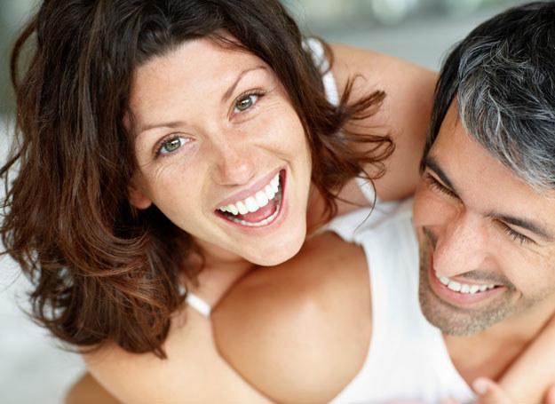 Możesz mieć udany związek nawet po wielu latach od ślubu /123RF/PICSEL