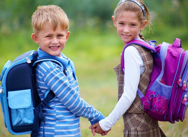 Możesz pomóc swojemu dziecku przejść ten trudny okres. /123RF/PICSEL