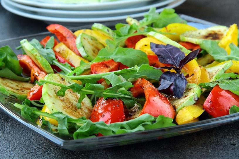 Możesz też grillować paprykę, bakłażany, pomidory... /123RF/PICSEL