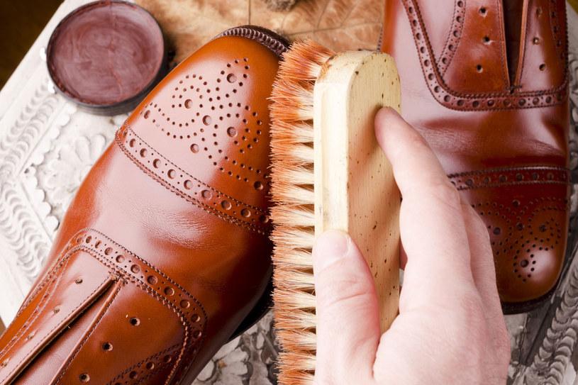 Możesz  wsypać do butów  trochę ryżu, który wchłonie wilgoć /Picsel /123RF/PICSEL