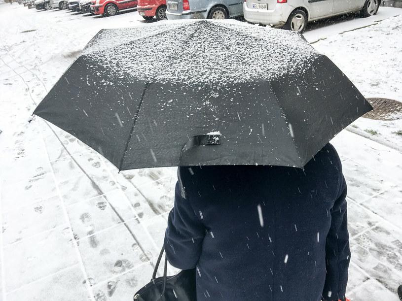 Możliwe opady deszczu, deszczu ze śniegiem, a w górach śniegu /Piotr Kamionka /Reporter