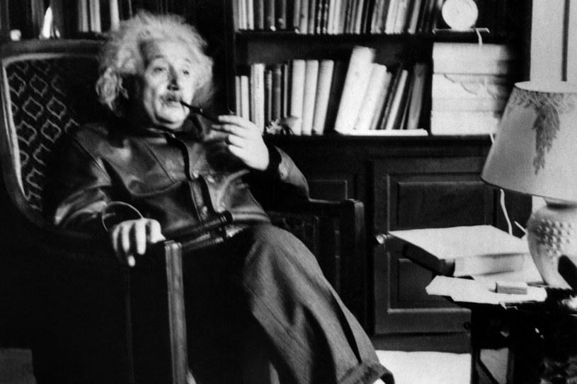 Możliwe, że Albert Einstein jednak mylił się w kwestii splątania kwantowego /AFP
