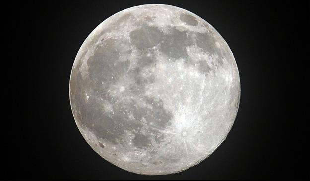 Możliwe, że już za kilka lat w stronę Księżyca wyruszą pierwsi turyści /AFP