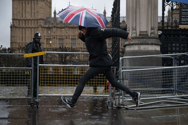 Możliwy powrót pozwoleń na pracę i wiz dla imigrantów /AFP