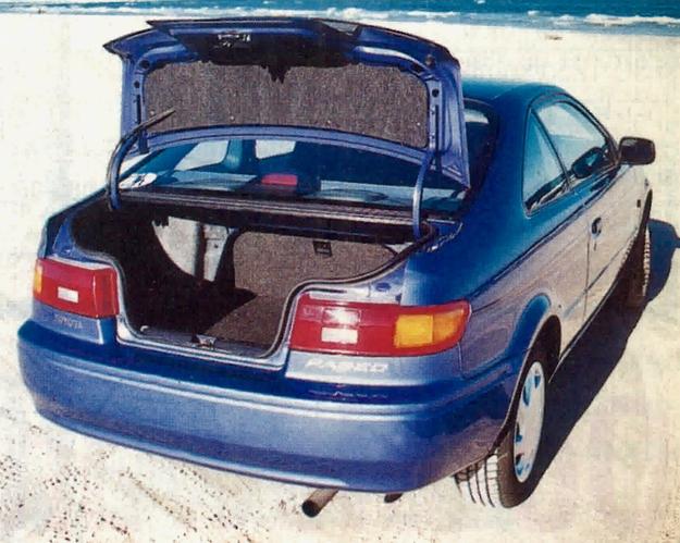 Można narzekać na wąskie wycięcie burty bagażnika, ale w innych wozach tego gatunku w ogóle go nie ma. /Motor