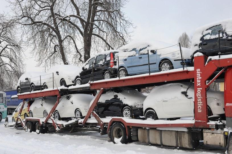 Można sprawdzić historię samochodu sprowadzanego. Niestety, nie z Niemiec /Wojtek Laski /East News