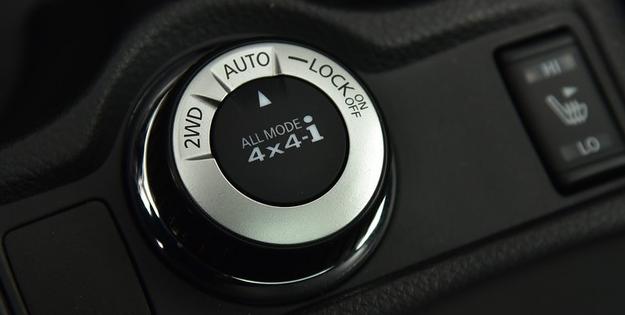 Można wybierać napęd 2WD, automatycznie włączany 4x4 i stały 4x4 (do ok. 45 km/h). /Motor