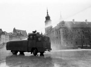 Mroczny pojazd z czasów, gdy władza lała obywateli...