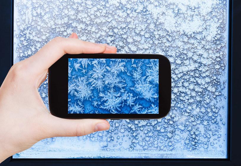 Mróz jest wrogiem smartfonów, ale prawdziwe problemy zaczynają się przy temperaturze poniżej 10 stopni /123RF/PICSEL