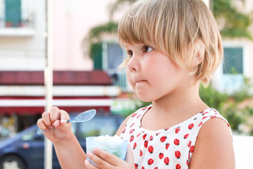 Mrożony jogurt smakuje jak lody /123RF/PICSEL