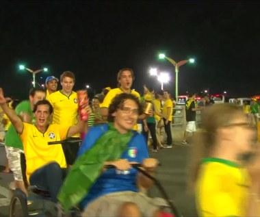MŚ 2014: Radość brazylijskich fanów po awansie do półfinału. Wideo