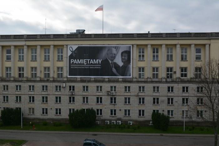 """MSWiA prezentuje baner """"Pamiętamy – rocznica katastrofy smoleńskiej"""" /MSWiA /"""