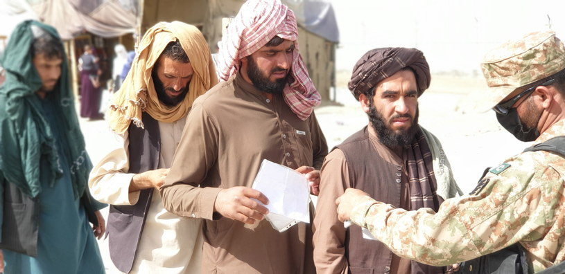 MSZ tłumaczy się z pozostawienia w ambasadzie danych Afgańczyków /PAP/EPA/STRINGER /PAP
