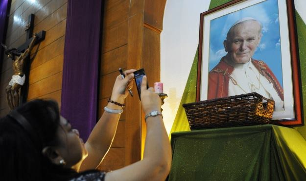 Msza kanonizacyjna papieży Jana XXIII i Jana Pawła II w wersji 4K /AFP