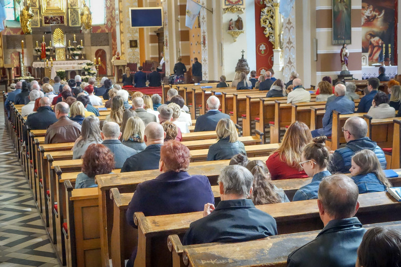 Msza święta w jednym z kościołów w woj. łódzkim, zdj. ilustracyjne /Piotr Kamionka /Reporter