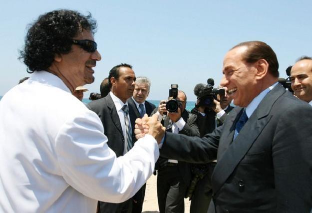 Muammar Kadafi i Silvio Berlusconi w 2008 roku /AFP