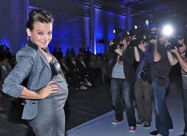 Mucha pokazuje, że ciąża to stan, w którym czuje się i wygląda świetnie! / A. Szilagyi /MWMedia