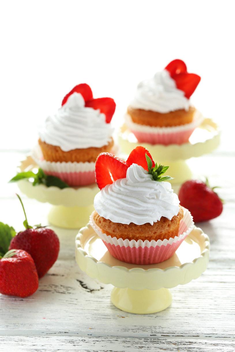 Muffinkę można również przybrać innymi owocami /123RF/PICSEL