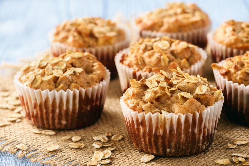Muffinki z jabłkiem /123RF/PICSEL