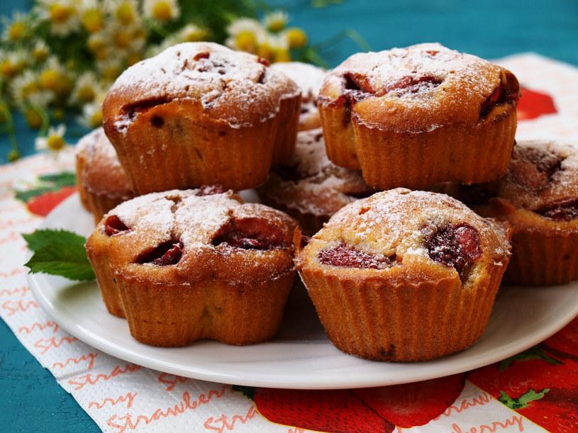 Muffinki z truskawkami /123RF/PICSEL