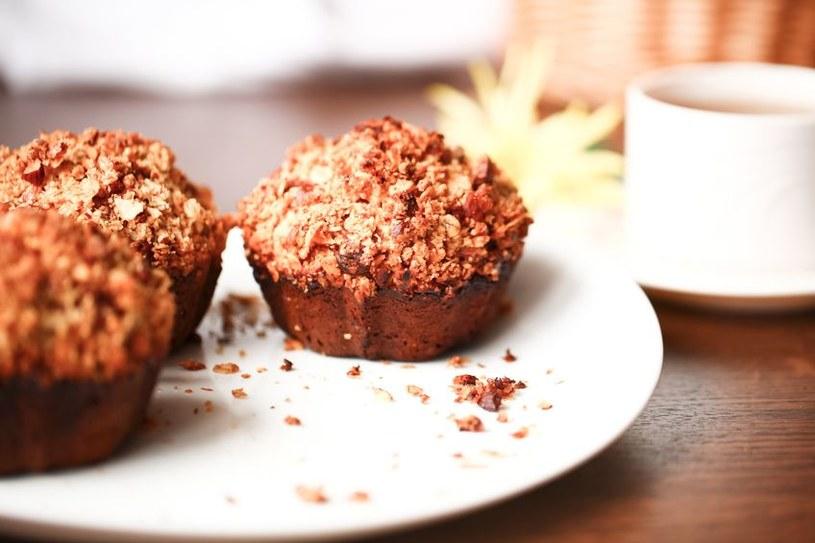 Muffiny owsiane są idealne zarówno na śniadanie, jak i deser /123RF/PICSEL