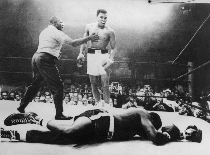 Muhammad Ali nokautuje Sonny'ego Listona, 1965 rok /AFP /AFP