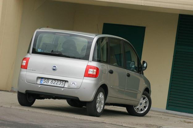 Multipla nie bazuje na żadnym innym modelu Fiata – to samochód opracowany od zera. Mimo to, zaopatrzenie w części jest zupełnie dobre, a ceny – realistyczne. Kompletne sprzęgło z kołem dwumasowym do 1.9 JTD kosztuje 2100 zł, zestaw rozrządu – 400 zł. /Motor