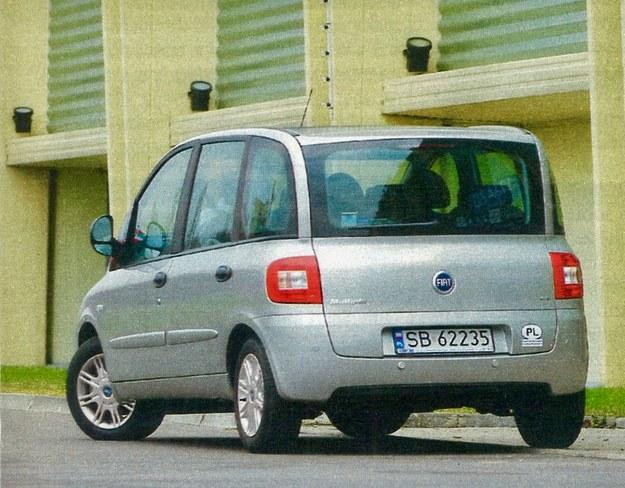 Multipla zmieniła się także z tyłu - inne są lampy i klapa bagażnika. /Motor