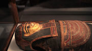 """Mumia egipskiej kapłanki sprzed 2,5 tys. lat odkryta w """"pustym"""" sarkofagu"""