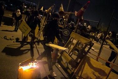 Mundial 2014: Demonstranci starli się z policją. Wybili szyby i zniszczyli auta
