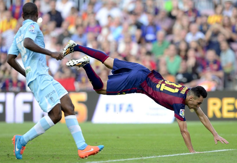 Munir El-Haddadi (upada) nie pomógł rezerwom Barcelony utrzymać się w Segunda Division /AFP