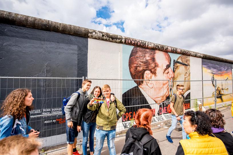 Mur berliński do 1989 roku oddzielał Berlin Zachodni od NRD. Niewiele jest jego pozostałości /123RF/PICSEL