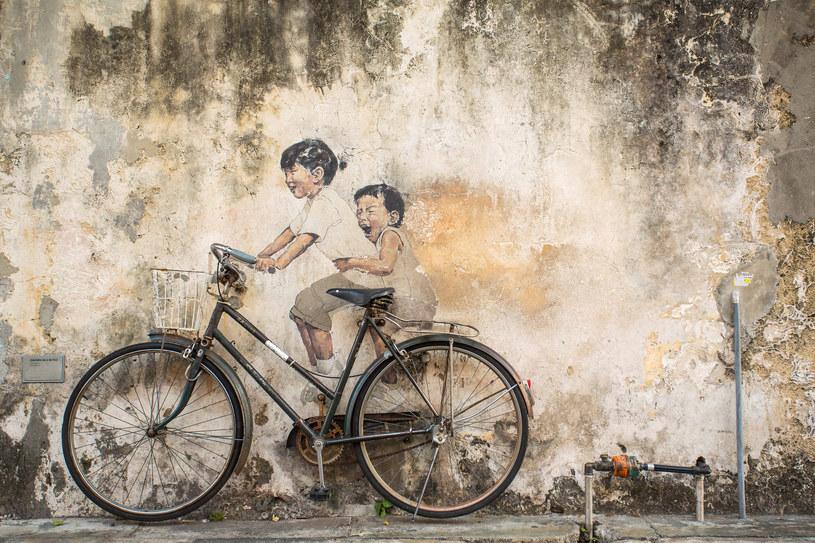 "Mural ""Dzieci na rowerze"" /123RF/PICSEL"